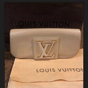 LOUIS VUITTON Vernis Sobe Clutch Beige, Auth,